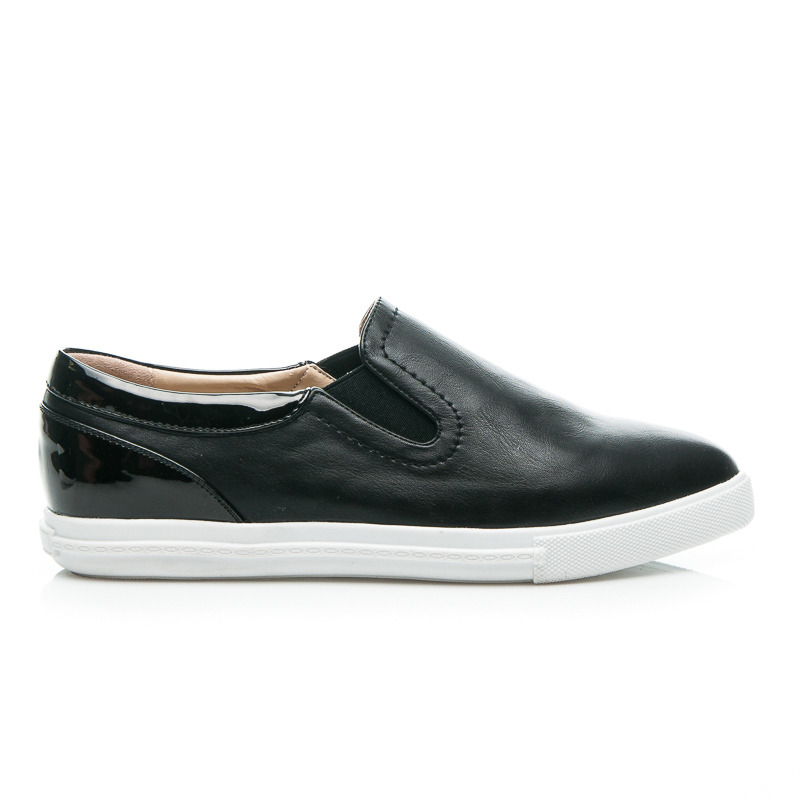 TRAMPKI BLACK SLIPON